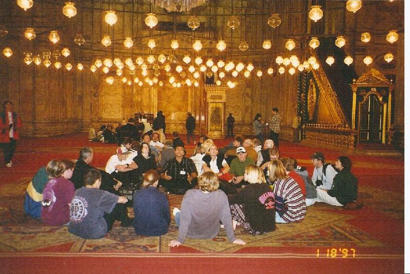 worldwide5-egypt-groupinmosque
